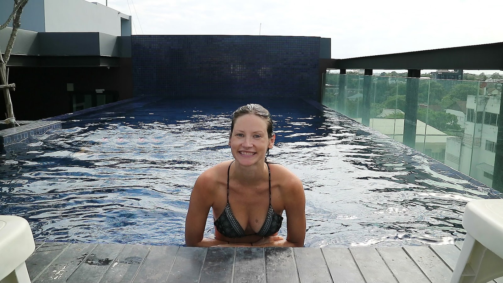 fashion and travel blogger, Alison Hutchinson, swimming in her rooftop pool