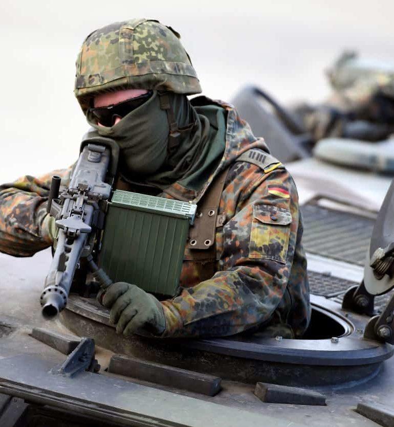 """El ejército alemán de la Bundeswehr dijo que había lanzado una investigación después de que decenas de miles de rondas de municiones desaparecieran de su inventario, confirmó a dpa un portavoz del Ministerio de Defensa. """"Si se trata de delitos, no hace falta decir que se llevará a la fiscalía"""", dijo el portavoz, y agregó […]"""