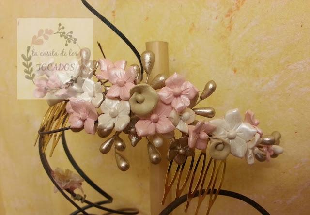 tocado para novia realizado en porcelana fría en rosa, crudo y oro champagne