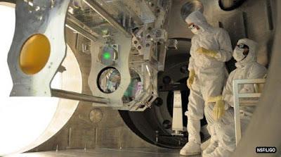 Gelombang Gravitasi Einstein Terlihat dari Lubang Hitam