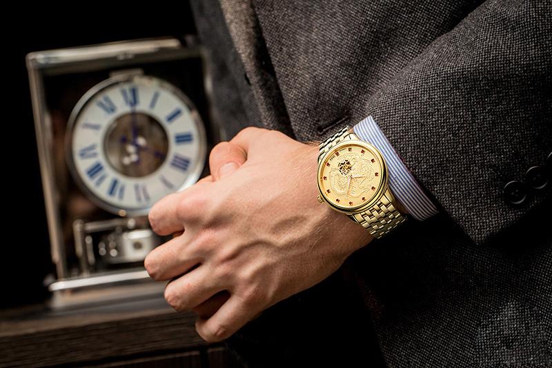 đồng hồ vàng sang trọng