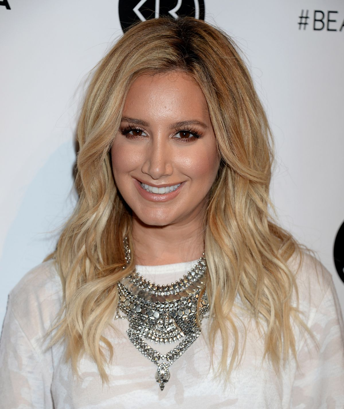 Full HQ Photos of Ashley Tisdale At 2016 Beautycon Festival In Los Angeles