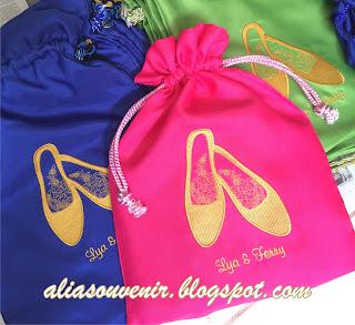 souvenir kantong sepatu