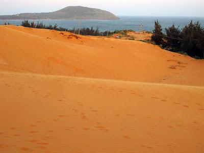 Dune di sabbia del deserto a Mui Ne
