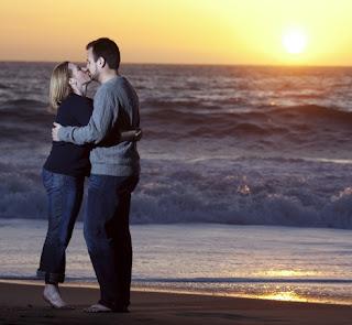 http://2.bp.blogspot.com/-dNnBGs-AG3E/TlTSLpnVuYI/AAAAAAAAFCc/orZ8NZEmvXs/s320/Kissing%2BCouple%2BImage.jpg