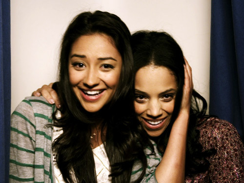 pretty little liars emily and maya relationship