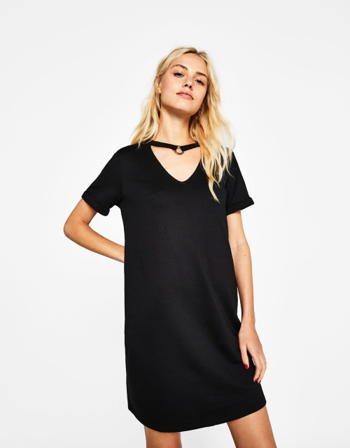 vestido corto negro bershka