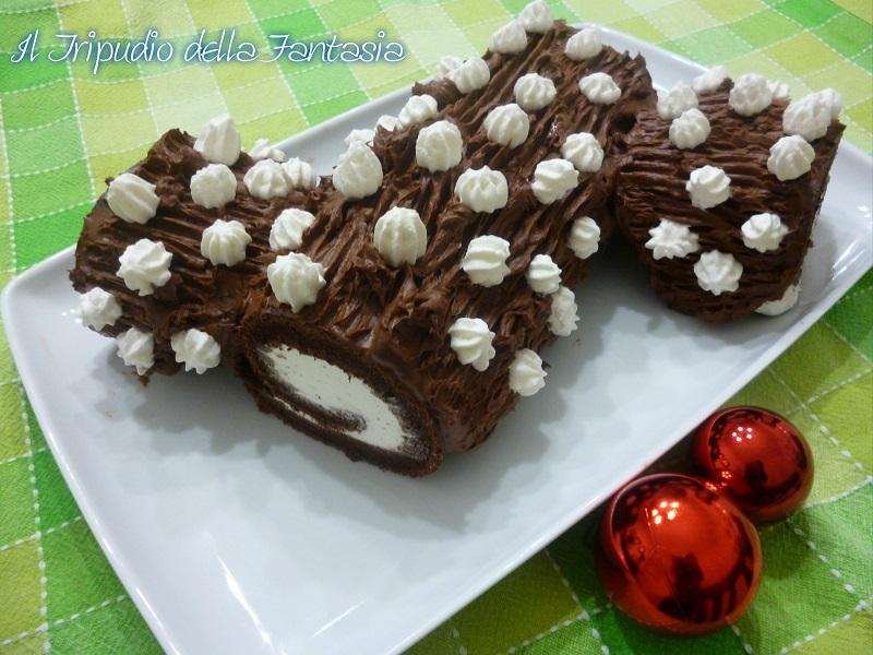 Tronchetto Di Natale Al Cioccolato Fondente.Tronchetto Di Natale Al Cioccolato Fondente Con Ripieno Di Panna