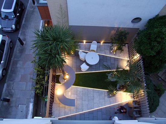 inspirasi taman minimalis dengan cahaya