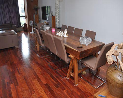 Sàn gỗ cao cấp mang đến cho không gian nhà bạn những nét đẹp lâu bền.