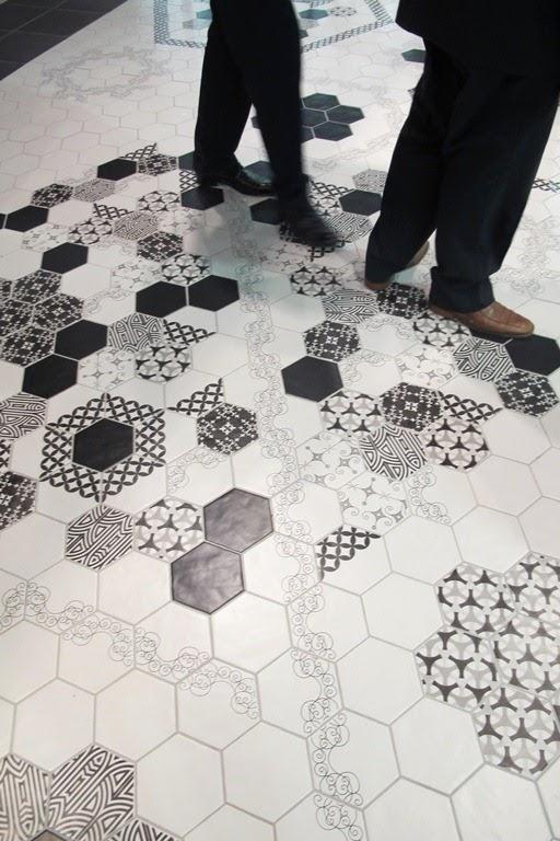 Los nuevos pavimentos y revestimientos qu poner en tu for Pavimento ceramico hexagonal