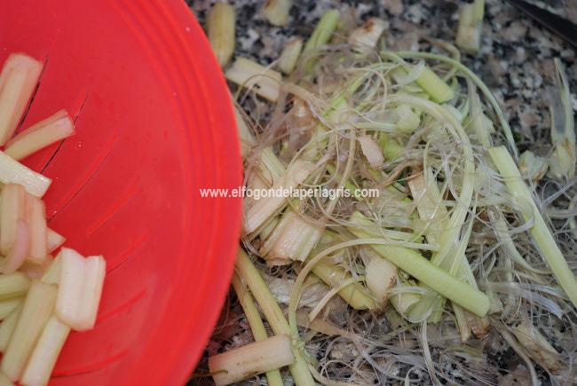 Quitar fibras o hilos a las acelgas