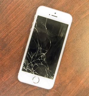 Layar Kaca iPhone Retak? Coba 3 Cara Ini!