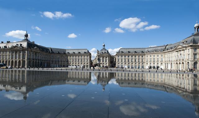 Passeio pela Place de la Bourse (Place Royale) e Miroir d'Eau em Bordéus