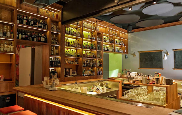 Bar Rita em Navigli em Milão