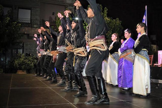 Ρίγη συγκίνησης προκάλεσαν οι Πόντιοι που χόρεψαν για το Ολοκαύτωμα των Ανωγείων
