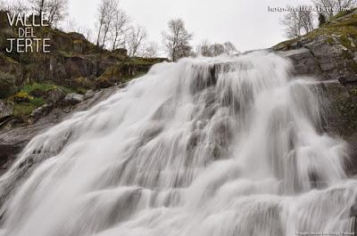 Cascada de Caozo durante el despertar del Valle del Jerte