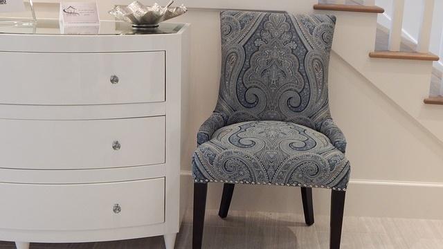 Cômoda e cadeira