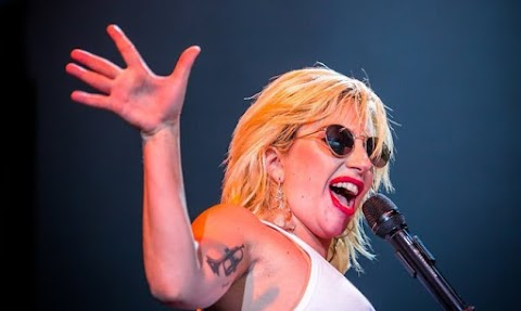 lady gaga canta al concerto dei democratici, video