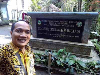 Selfie di Tahura Djuanda Dago, Bandung.