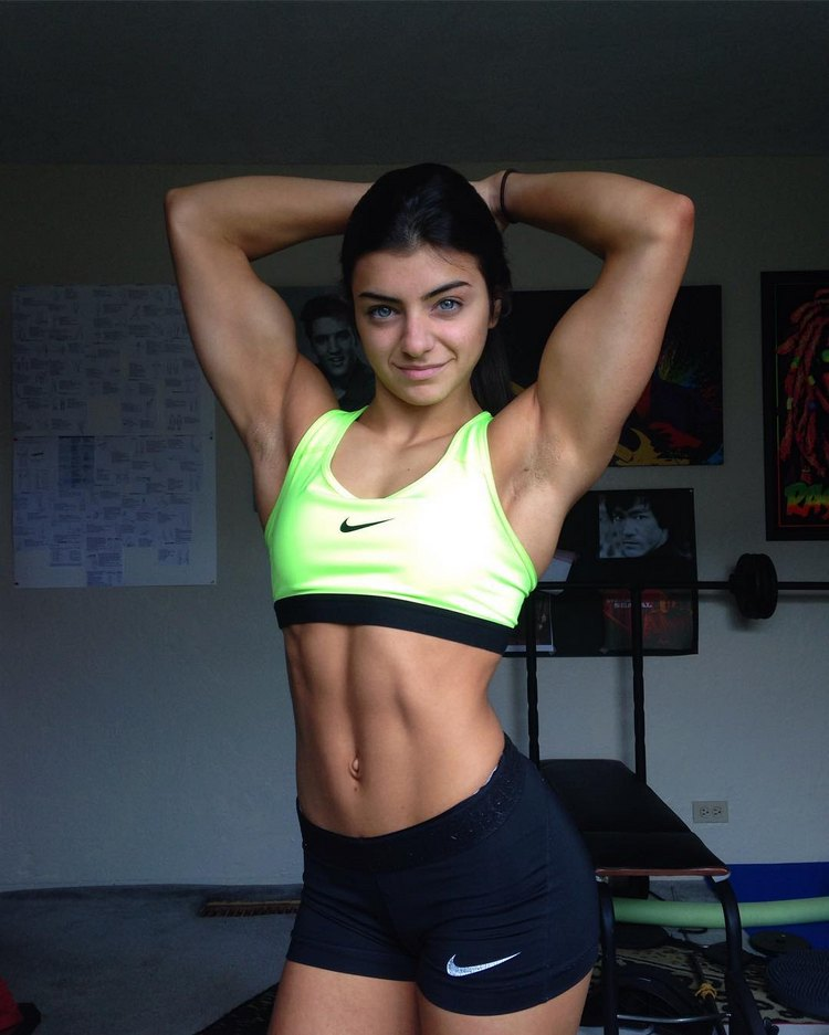 Tessa Barresi 17 year old natural female bodybuilder