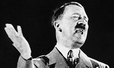 """Adolf Hitler no pódio. O discurso de rádio estudado no relatório revela a paranoia de ser um """"Deus"""""""