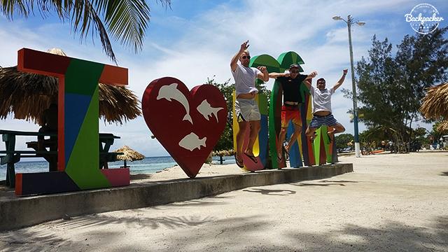 Utila: Paradise of Honduras - Backpacker Paradise