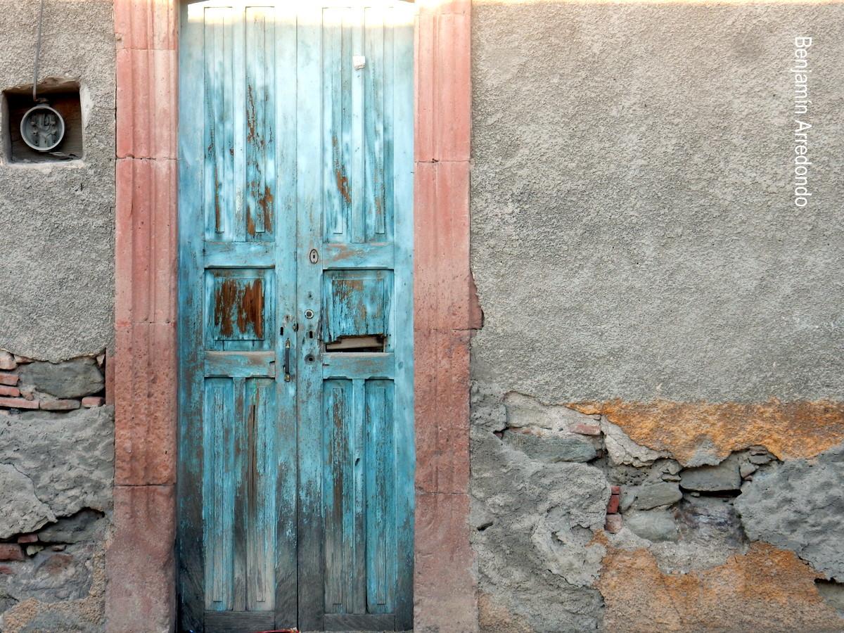El bable puertas verdes ventanas azules otro legado for Idealista puertas verdes