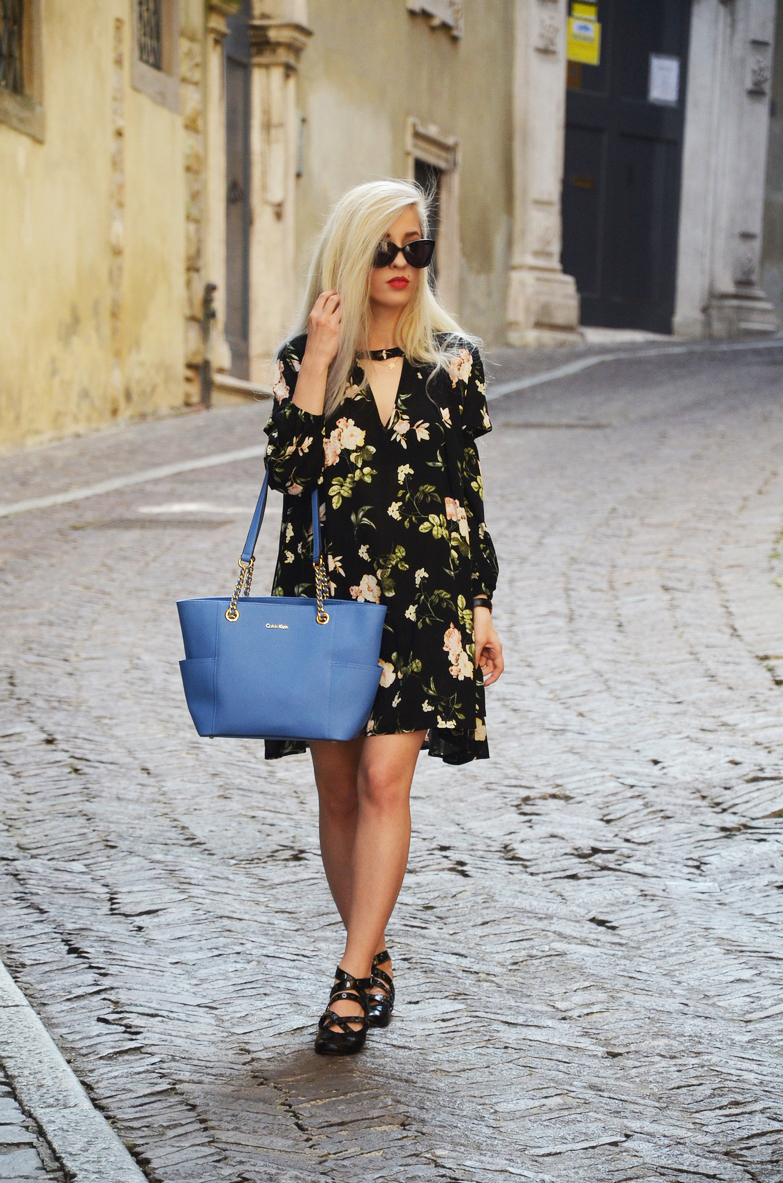 BERGAMO Alta / sukienka w kwiaty o kroju oversize