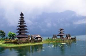 Tempat-tempat Keren Yang Wajib Dikunjungi Saat Di Bali 03 Danau Beratan Bedugul