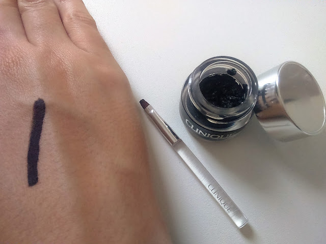 Delineador em Gel Brush-On Cream Liner, da Clinique