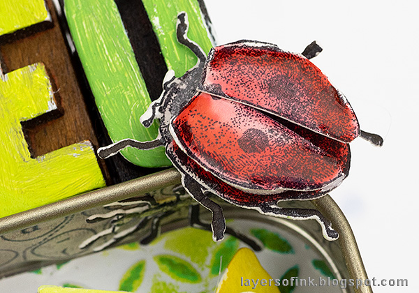 Layers of ink - Springtime Altered Tin Tutorial by Anna-Karin Evaldsson. DIY dimensional ladybug.
