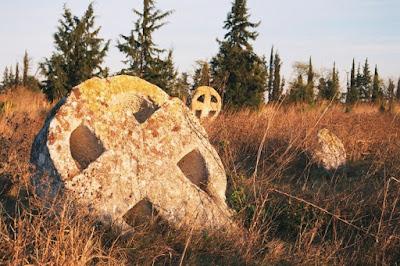 Έξω από τη Θεσσαλονίκη βρίσκεται το πιο μυστηριώδες μεσαιωνικό νεκροταφείο της Ελλάδας