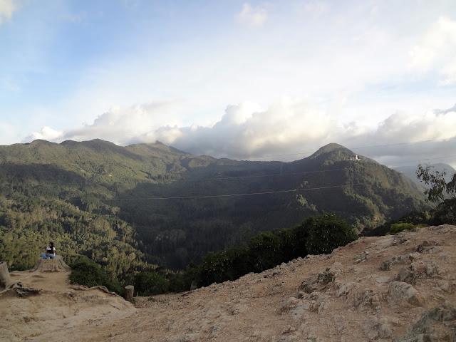 モンセラーテの丘の裏側に広がる穴場絶景スポット