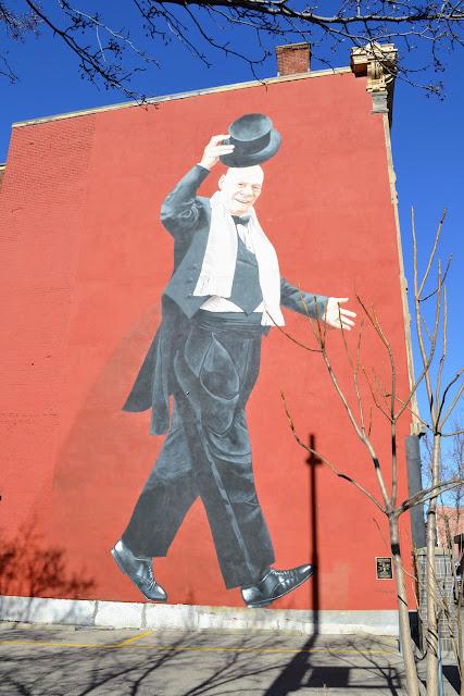 Містер Тарбелл знімає капелюха.  Цинциннаті, Огайо (Mr. Tarbell Tips His Hat. Cincinnati, ОH)