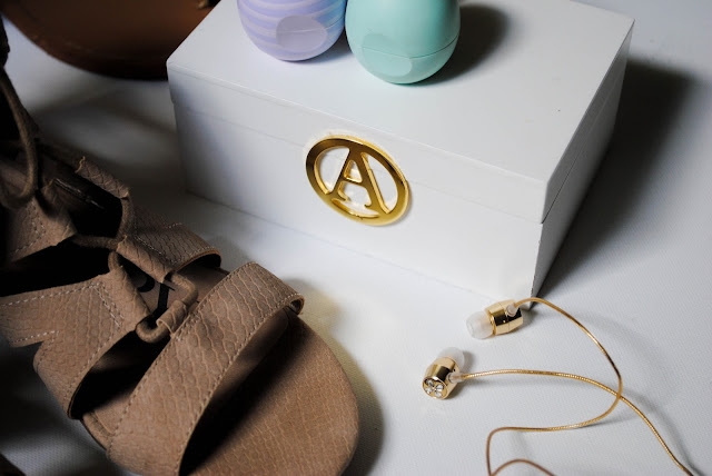 A March favorites post featuring beauty, fashion, tech, and home items from EOS, Sam & Libby, Lilly Pulitzer for Target, BaubleBar for Target, S'ip by S'well and Michael's.