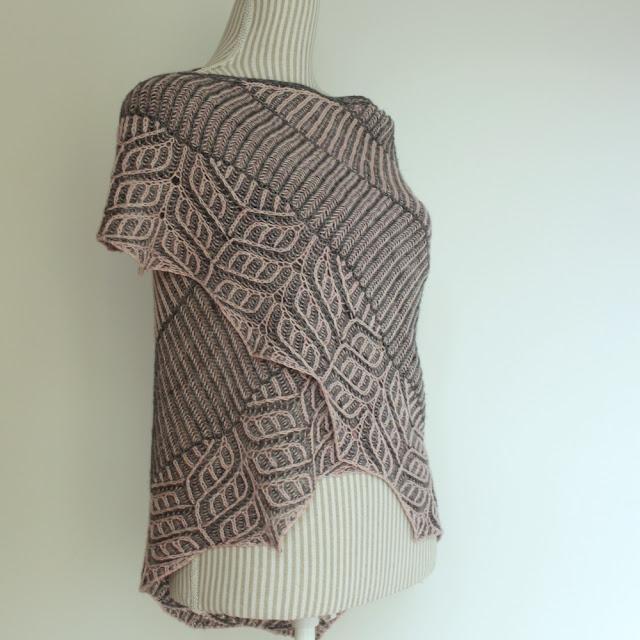 Briochangle shawl brioche knitting pattern by Katrine Birkenwasser