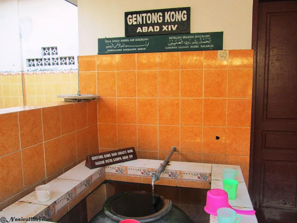 Gentong Kong di Makam Kesultanan Demak