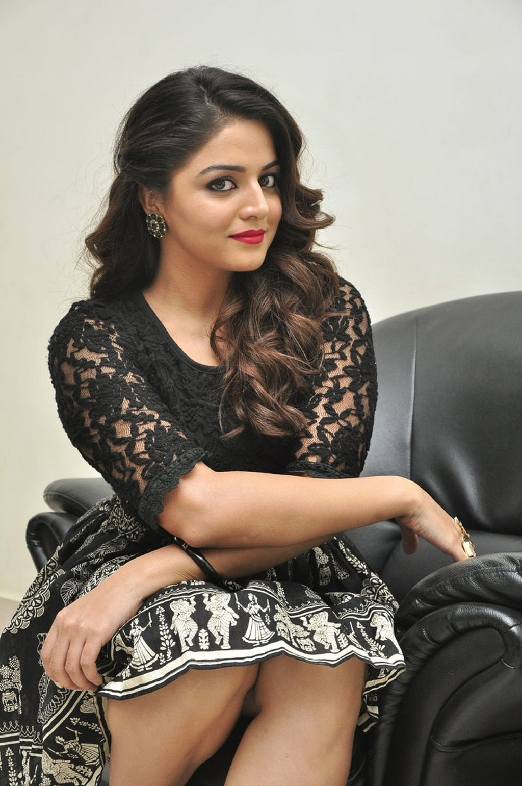 Kollywood Actress Wamiqa Gabbi Spicy Thigh Show In Mini Black Skirt