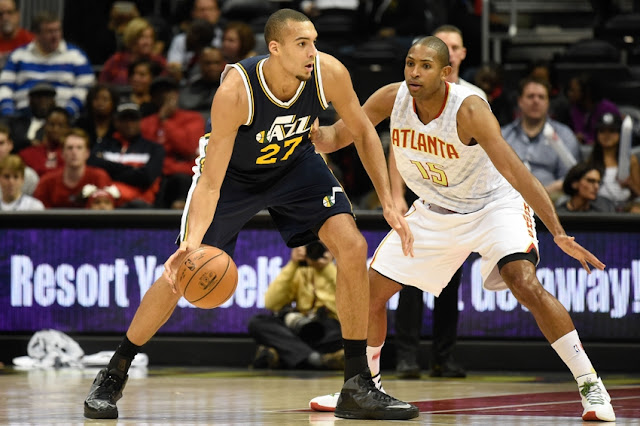 Rudy Gobert (Utah Jazz) face à Al Horford (Atlanta Hawks) lors d'un match NBA.