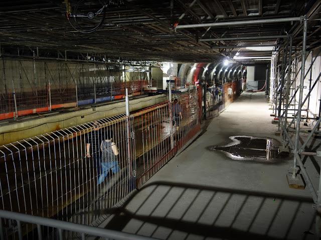 Et nous y voilà, sur les futurs quais de la station...