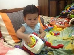 foto baby belajar duduk