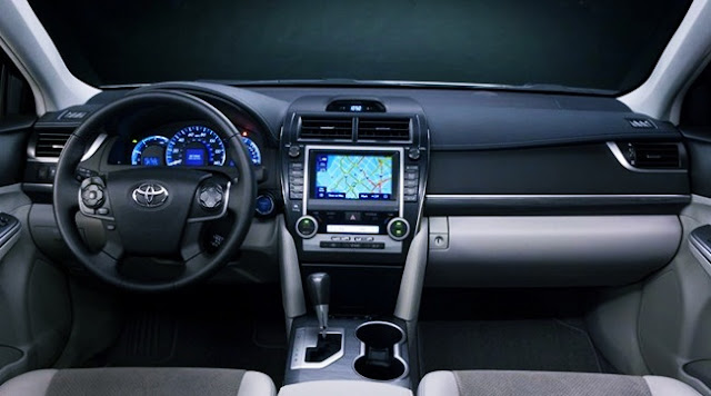 2012 Toyota Camry XLE Review Interior