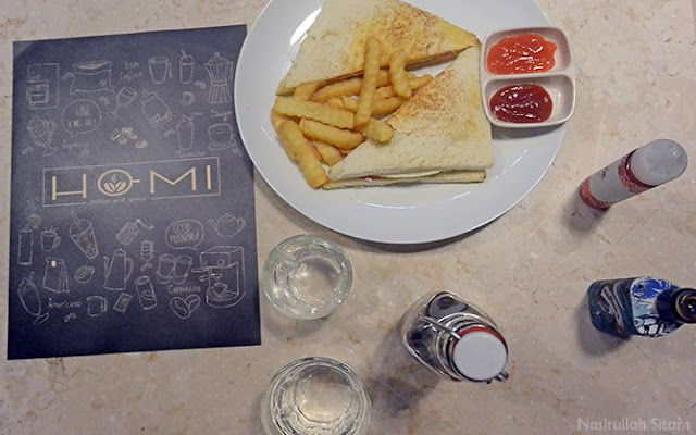 Menikmati menu di Homi Coffee & Space Jogja