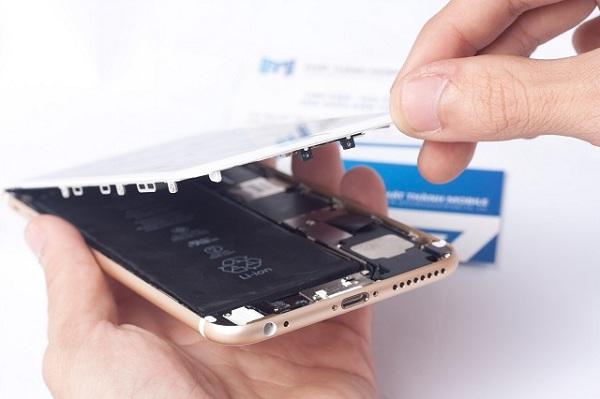 quy trình thay thế màn hình chính hãng iPhone