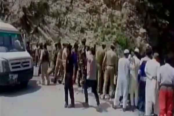 amarnath-yatra-news-16-dead-19-injured-as-bus-fell-off-ramban