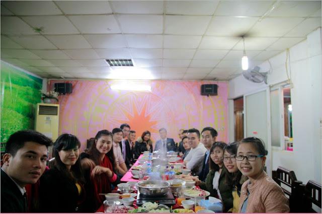 Hình ảnh giảng viên và học viên vui vẻ