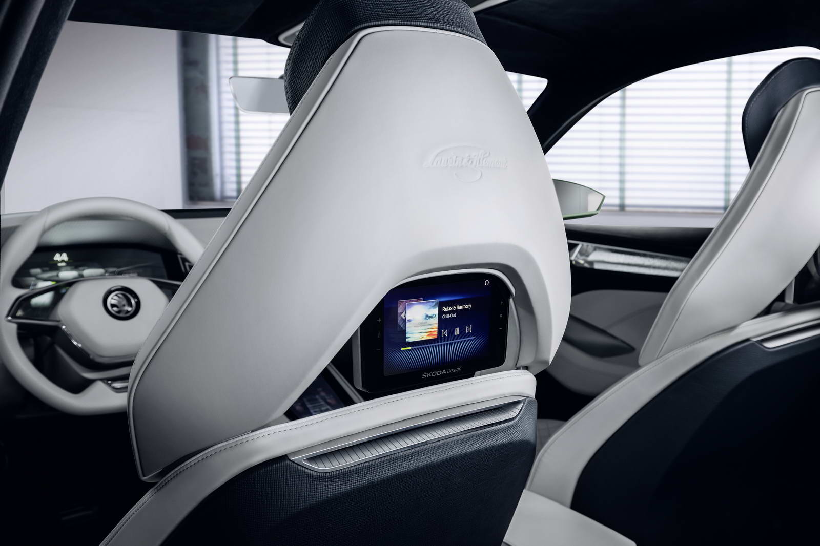 Skoda 39 s visions suv concept mixes rationality and aesthetics for Auto interieur styling