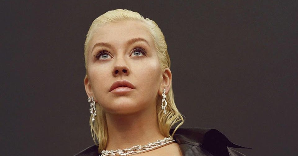 Christina Aguilera Posts Naked Selfie, Intends To Share