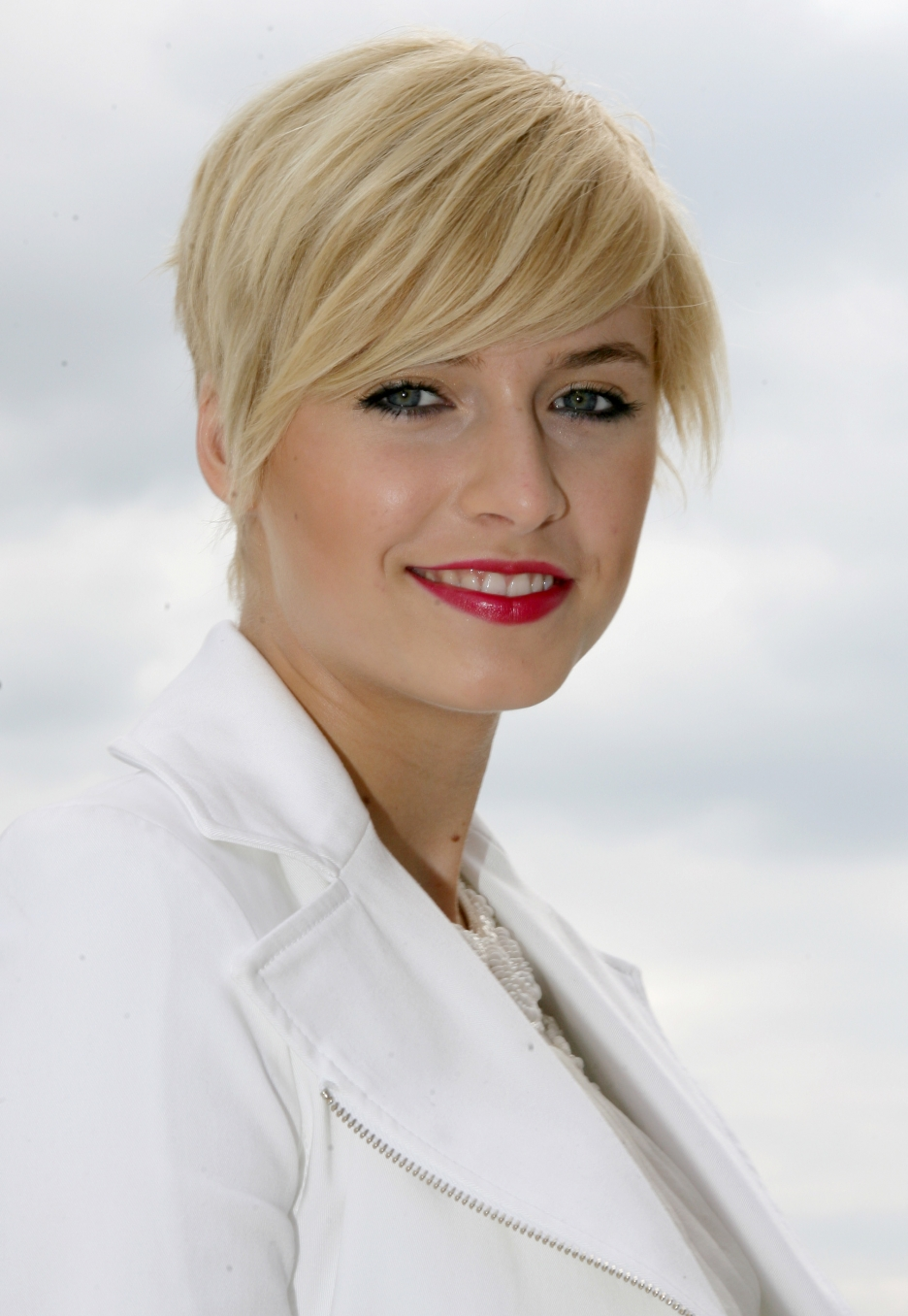 Fashion of Hair Style: Lena Gercke Blonde Hairstyle Emo